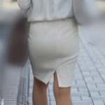 モチモチのお尻をした白のタイトスカートのOLさん