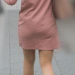 やっぱ熟女のパンティラインってエロい!ピンクのミニワンピースのヒップラインがたまらん!
