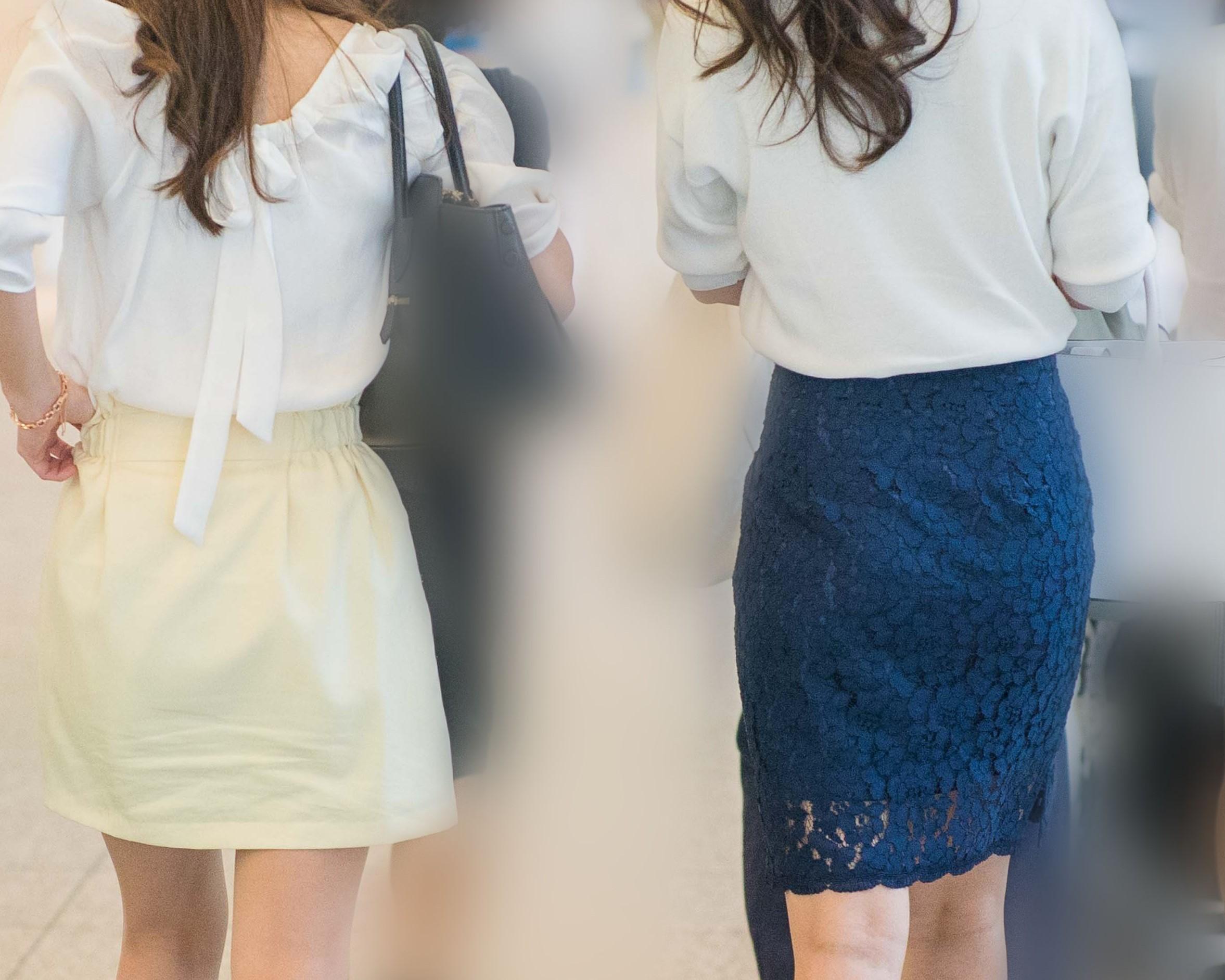 タイトな紺のレーススカートでフェロモン溢れる熟女さん!