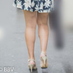 張りのある美脚が素敵な美脚生足のミニスカお嬢さん!