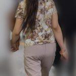 熟女のデカくて丸いお尻がエロ過ぎる!ベージュのパンツがお似合いの美尻熟女!