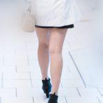 冬の街で眩しい美脚のお嬢さんに遭遇!しかもセクシー生足!