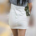 股下5センチ⁉︎の純白マイクロミニワンピ!極上の美尻美脚が激エロ!