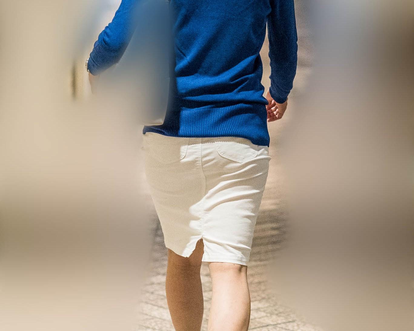 じわじわくる熟女エロス!白いタイトスカートのOLさん!