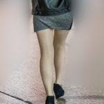 この美脚はハイレベル!脚線美で魅了するマイクロミニがエロいお嬢さん!
