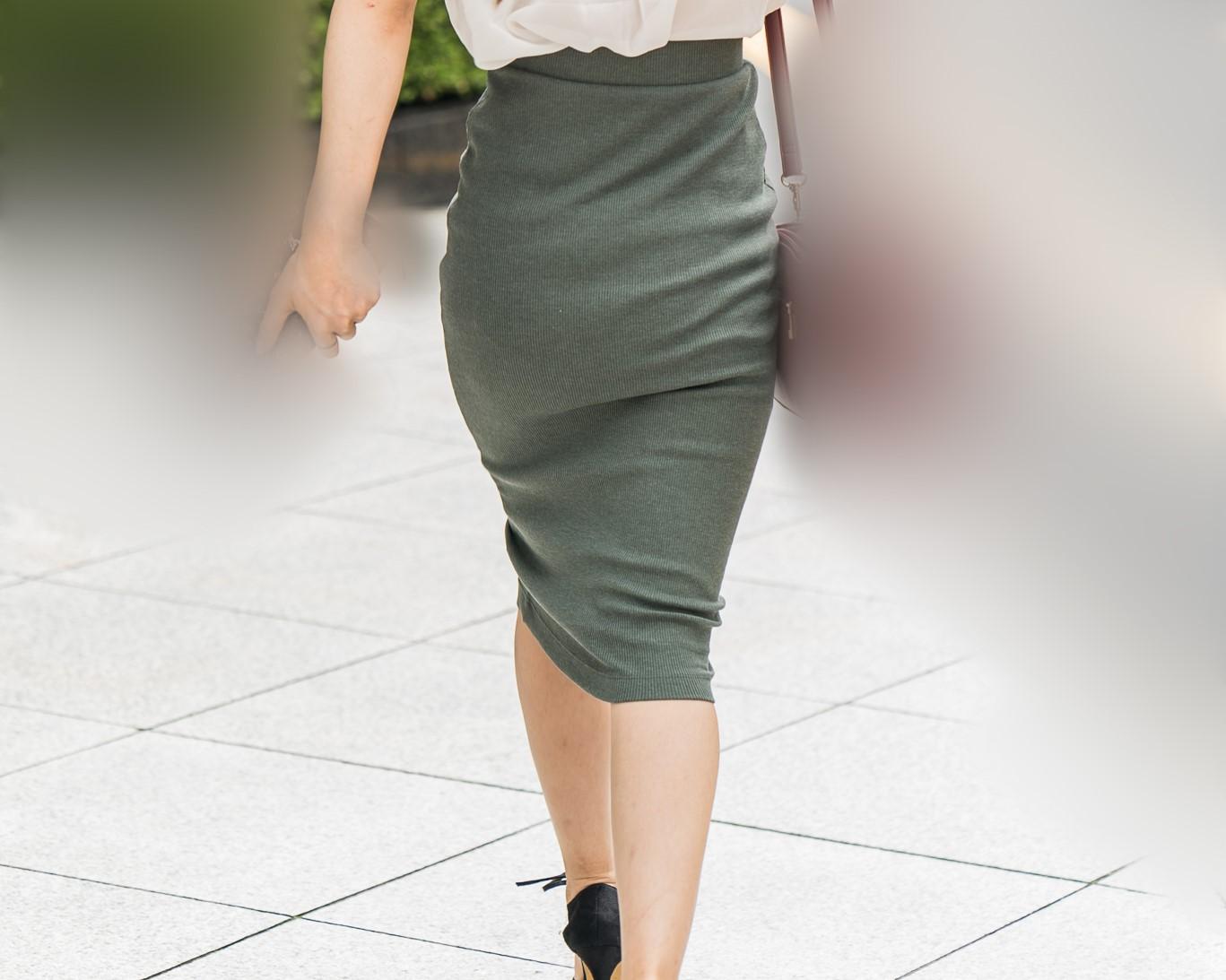 スレンダーでタイト!小尻が可愛いピタピタのタイトスカート!