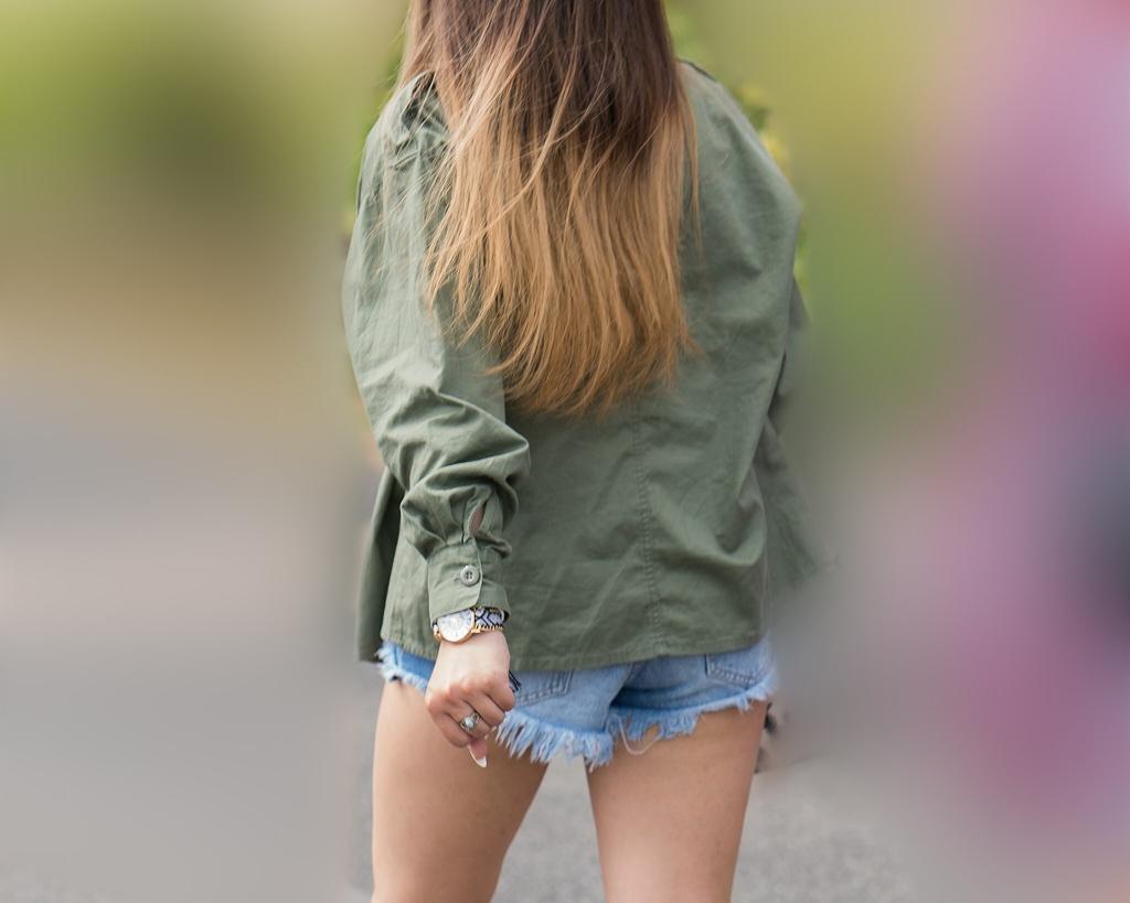 色ツヤ良好な生足!が健康的なホットパンツのお嬢さん!