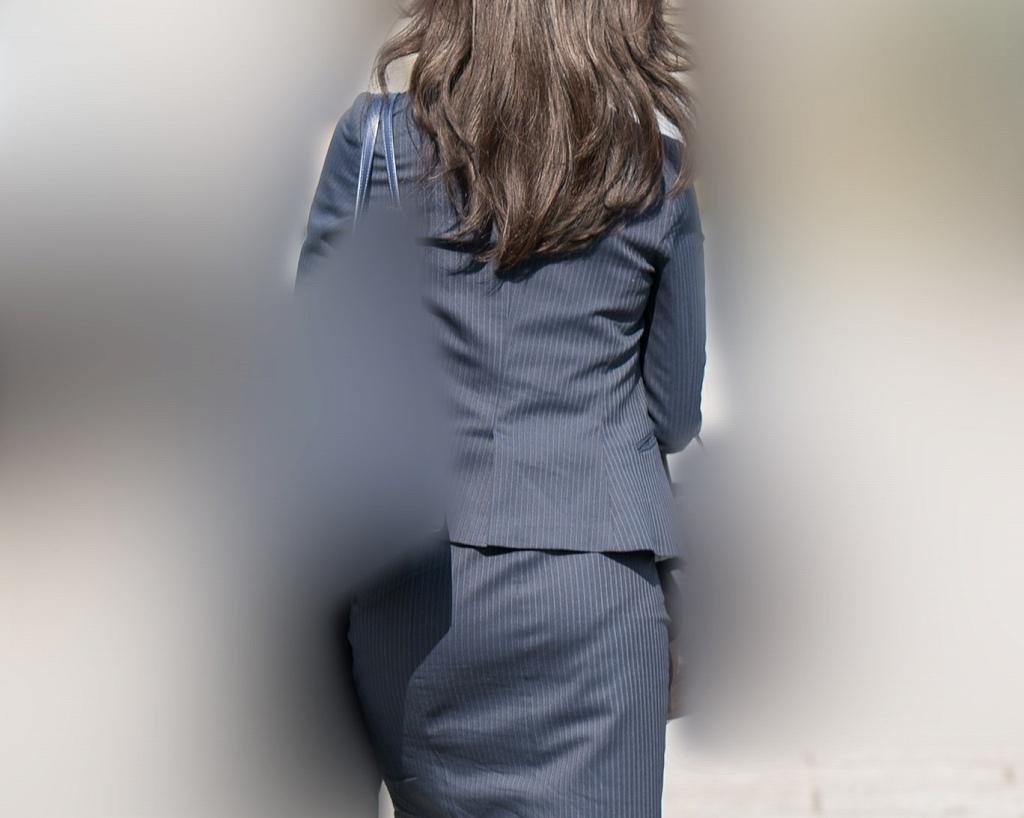 標準スーツのOLさん!パンティラインとお尻シルエットが嬉しいです!