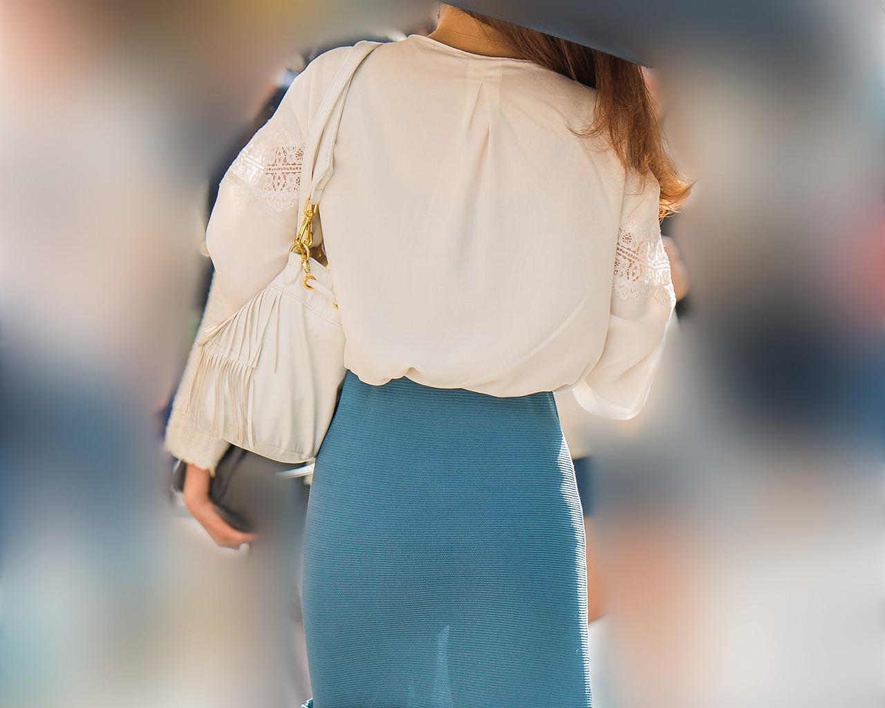 激エロ股透けお姉さん!マキシスカートにプリプリ美尻が最高エロい!