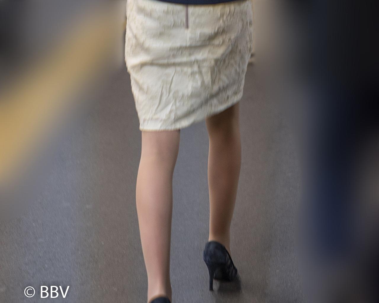 人妻の美脚!セレブ系マダムのナチュスト脚がエロい!