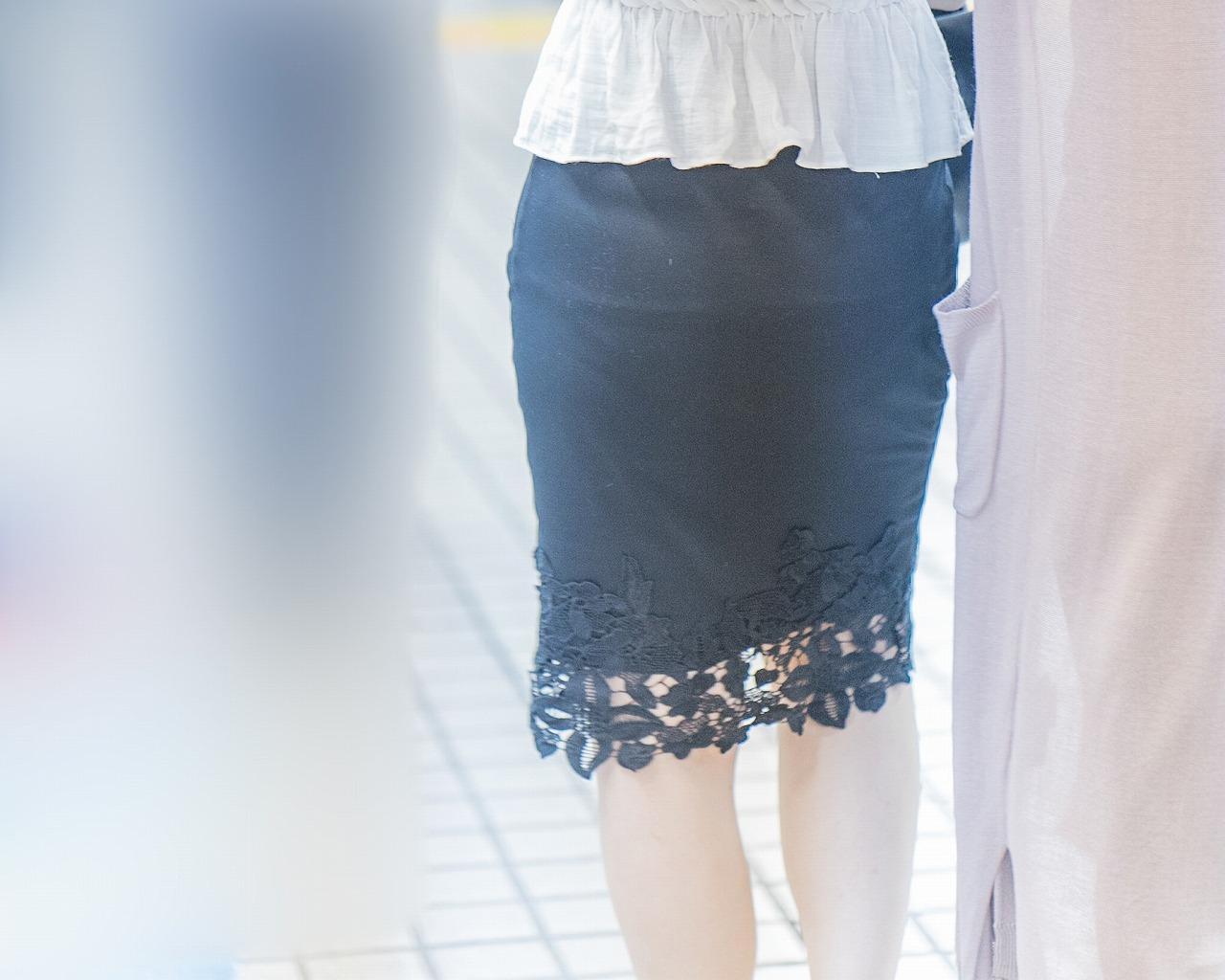 OLさんのエロいタイトスカート!大きなお尻にパンティラインがイイ!