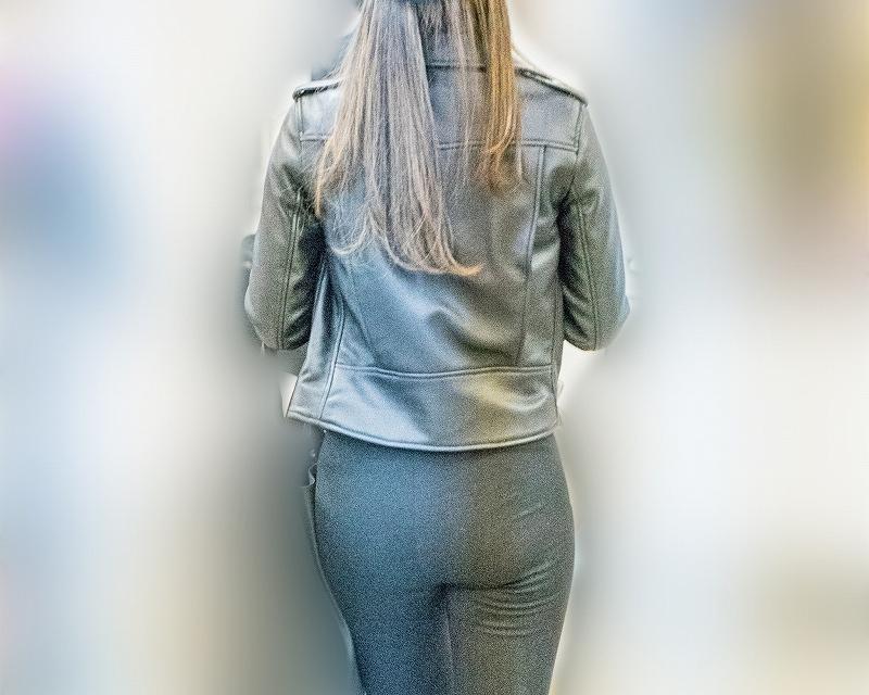 豊満で美尻!レギンス系パンツでプリプリの桃尻アピールが激エロのお姉さん!