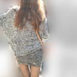 女子憧れの美脚!マイクロミニから伸びる黒スト美脚がエロいギャル!