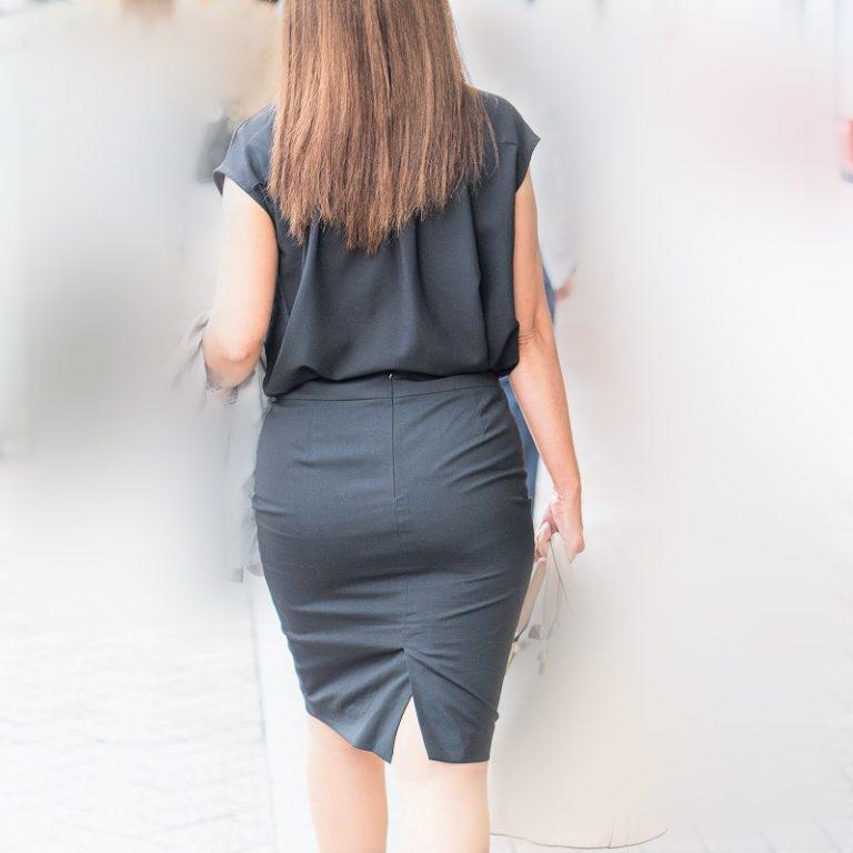 OLさんって、どうしてこんなエロいスカート履いちゃうんでしょうね?!