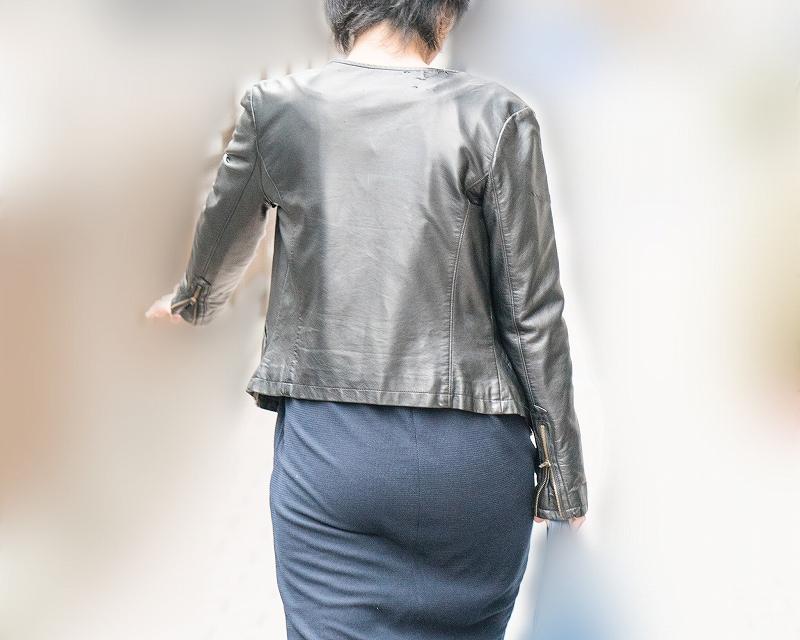 熟女のプリケツ!熟れたエロ尻をタイトスカートに包んで!