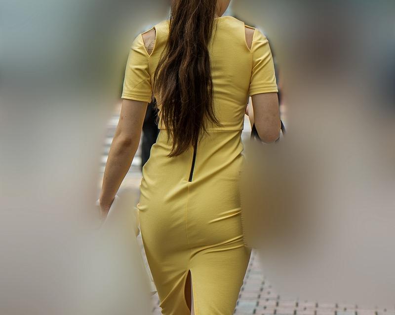 極上のエロバディ!ピチピチの黄色いタイトワンピで美尻曲線丸出しのお姉さん!