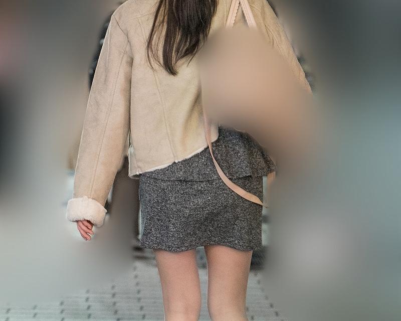 美脚マイクロミニ!スレンダーなナチュスト脚が美しいお嬢さん!