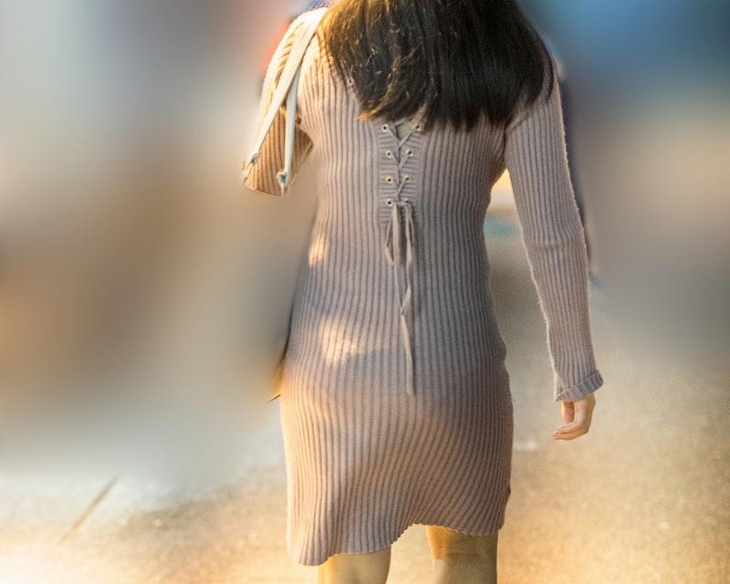 パンティライン出ちゃうよねぇ!タイト系ニットミニワンピのお尻がカワイイお嬢さん!