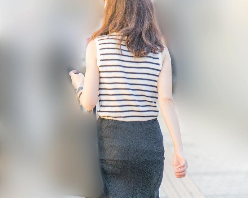 夏エロバディがステキ!タイスカのプリプリお尻が魅力的なお姉さん!