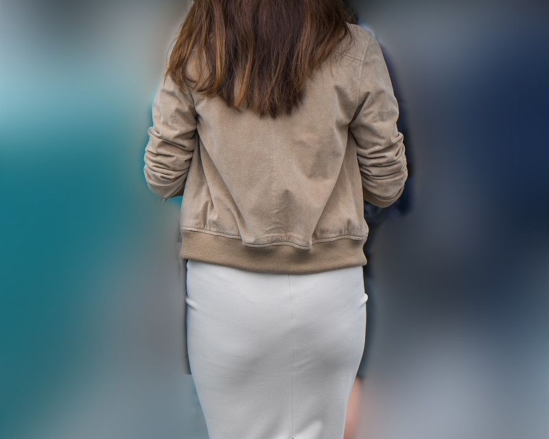 熟れた極上のプリケツ!ピタピタのタイトスカートにTバック!