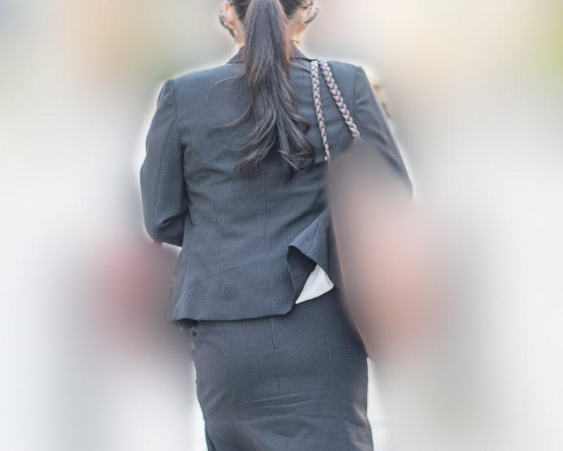 エロバディが映える!OLスーツのタイスカお姉さんの大きなお尻!