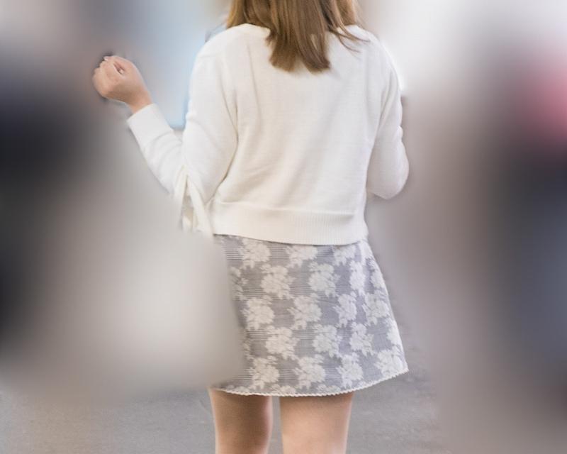 ナチュスト美脚が素敵です!ふわふわミニスカの女子!
