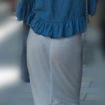 【街撮り】ブルーのTバックが透けまくりのセレブなマダム