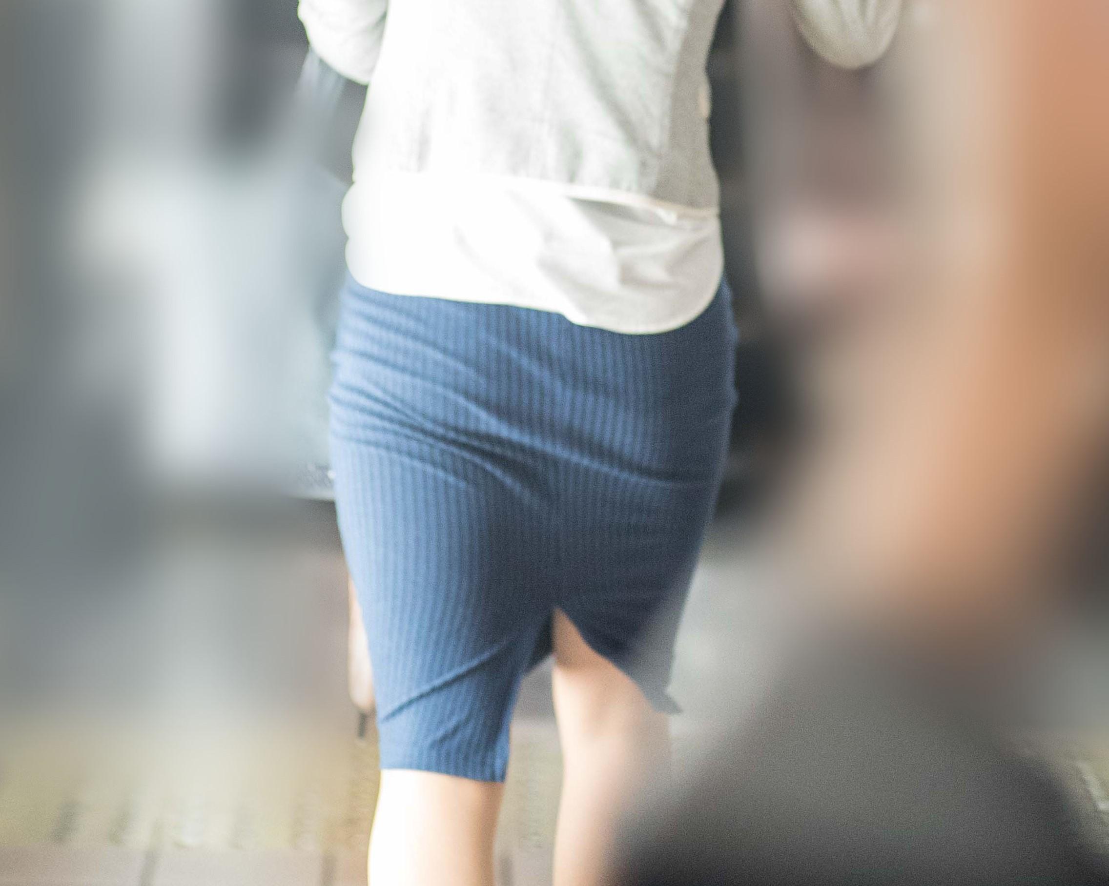 【街撮り】気品あふれる美人OLさんのパツパツなタイトスカート