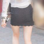 【街撮り】黒のタイトなマイクロミニを着こなす美脚の金髪ギャル