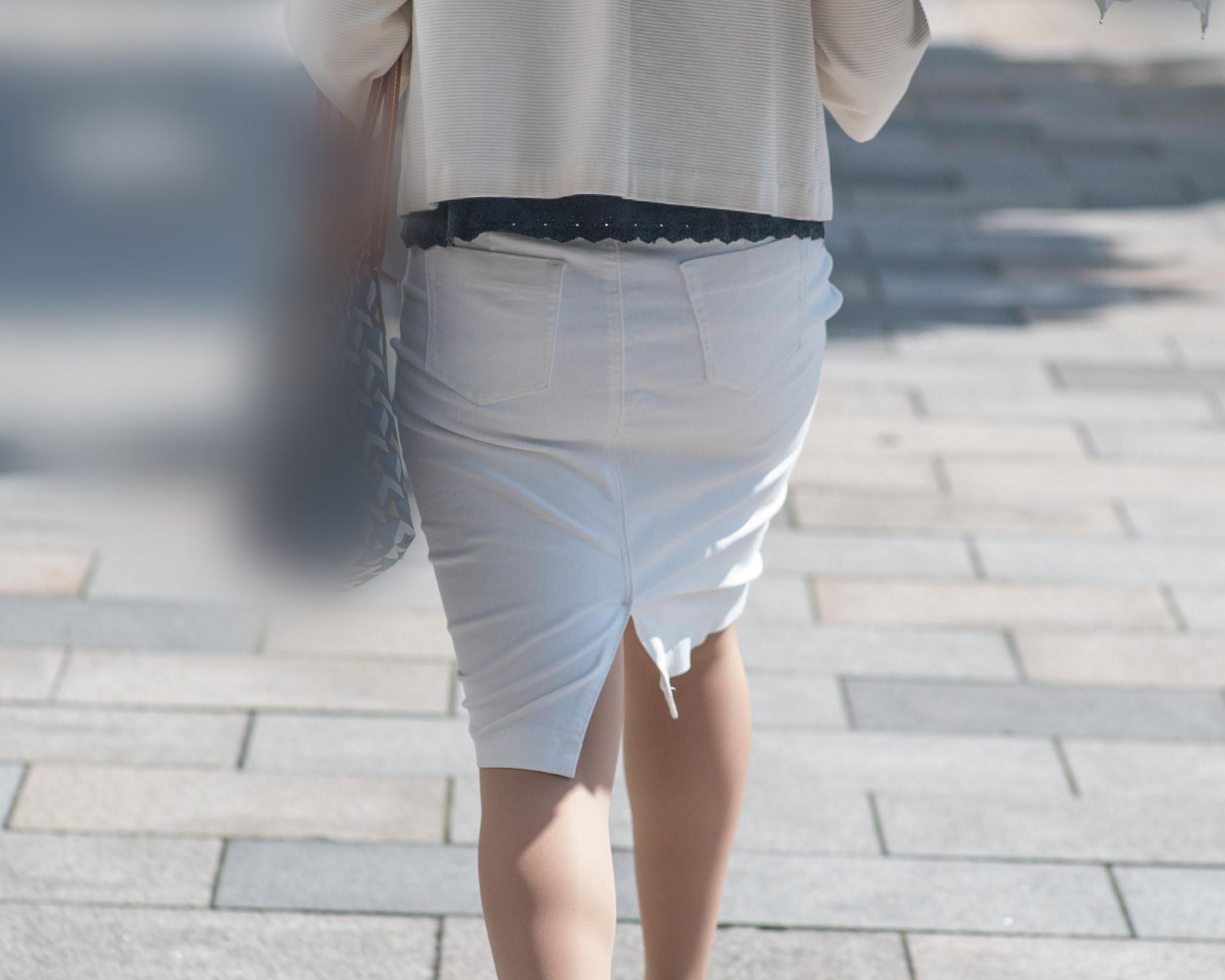 白いタイトスカートの熟女OLのいいお尻に吸い寄せられた