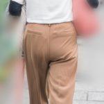 こりゃデカイ!パンツスタイルの熟女OLの大きなお尻にクロッチライン!