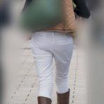 奥さん、ルーズな白パンでも大きくて素敵なお尻なのはわかってますよ!