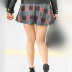 アイドルばりの後ろ姿に美脚でメチャ可愛い雰囲気のお嬢さん!