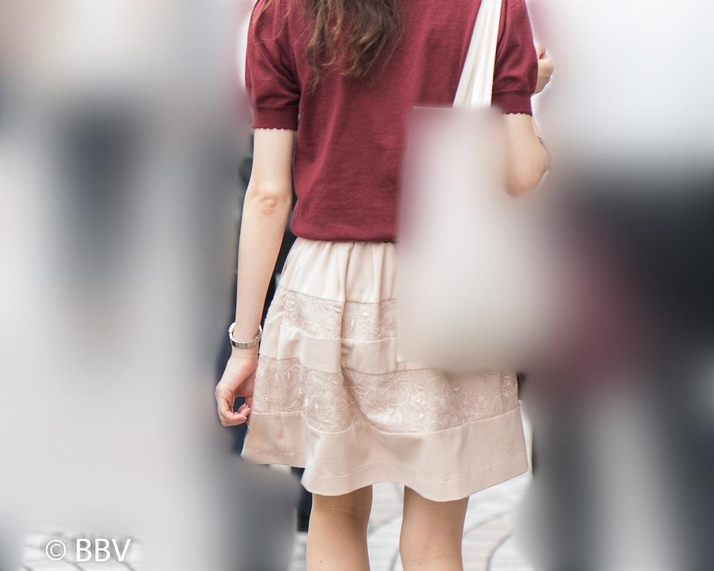 細身のお嬢さんのナチュストふんわりミニスカート!