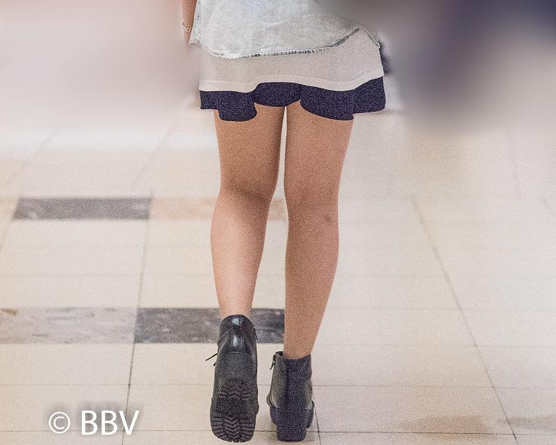 綺麗な脚してるね!ミニスカ美脚のスレンダーガール!