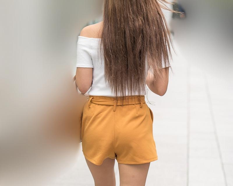 全身エロい!スタイルいいセレブ女子のホットパンツがたまらん!
