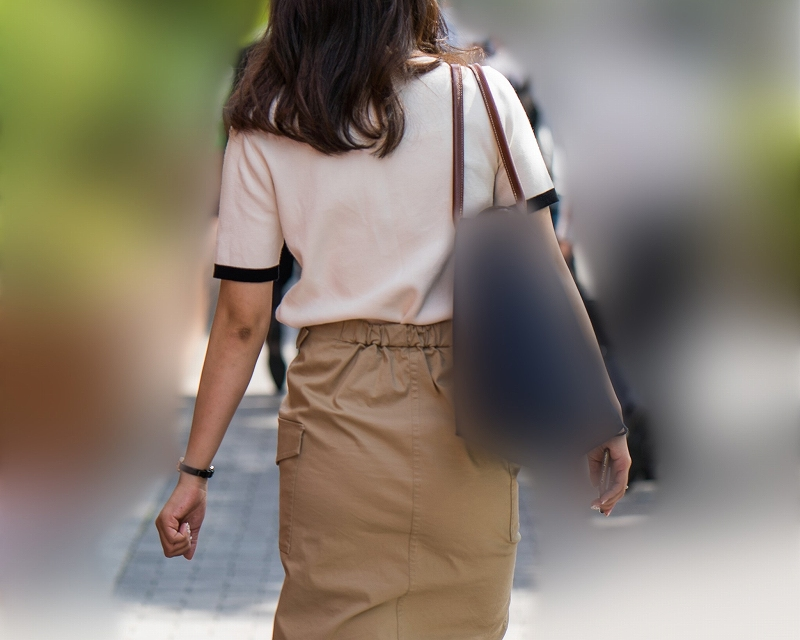 スレンダーバディが魅力的なOLさん!タイトなペンシルスカートにパンティラインを浮かべてエロい!